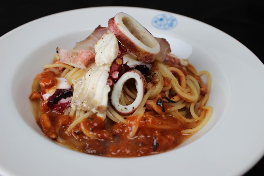 鮮魚のトマトソースパスタ(1200)