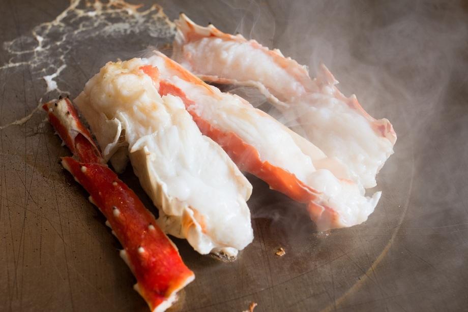 熟成国産牛 エイジングビーフ フィレステーキ たらば蟹の鉄板蒸し焼き 全7品コース(9,980円(消費税・サービス料込) ※個室のご利用は、+1,000円)