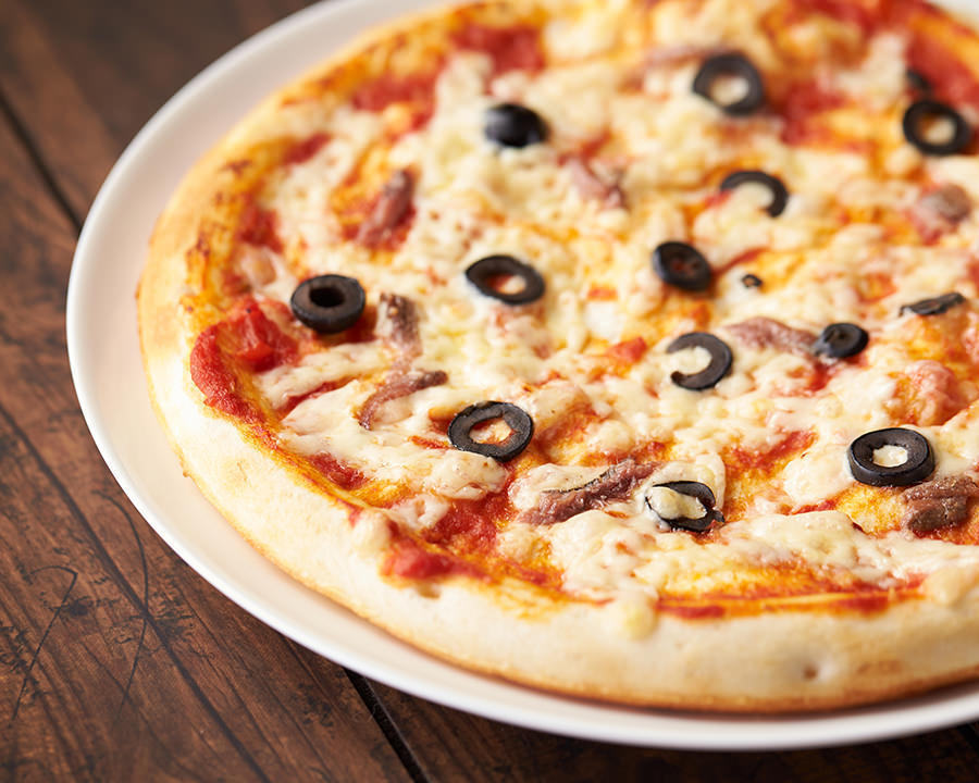 アンチョビとブラックオリーブピザ(¥980)