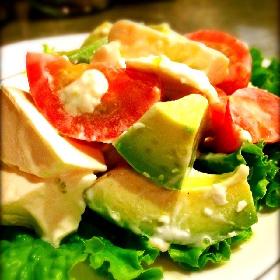 【CHEESE】チーズ豆腐とフルーツトマトとアボカドのわさびソース(750円(税別))