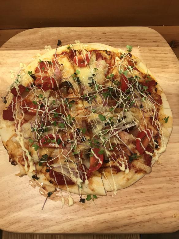 ベーコンと特製トマトソースのきのこピッツァ 2ドリンク付き
