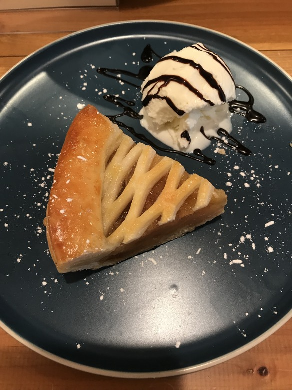 アップルパイのバニラアイス添え