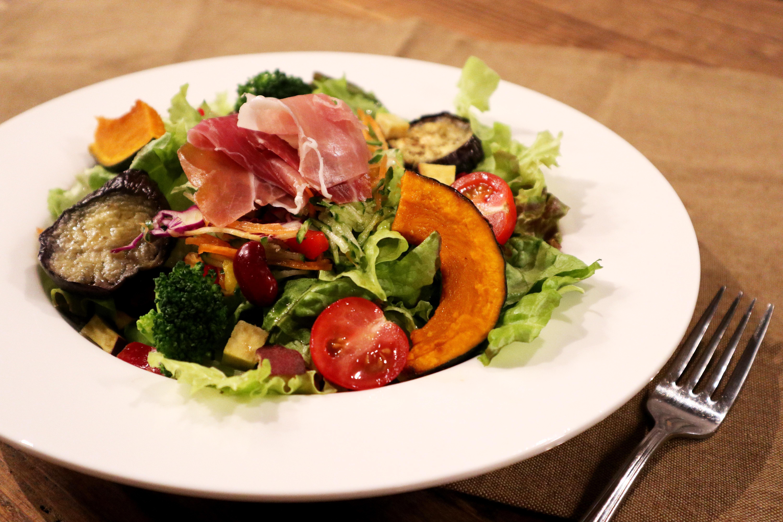 12種野菜の彩り生ハムサラダ