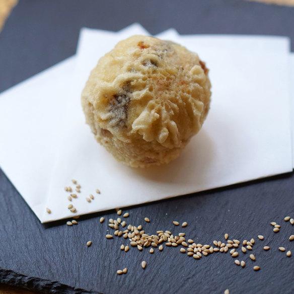 超濃厚ごまアイス天ぷら(しろ天・くろ天)/ Very rich sesame ice cream tempura (black or white)