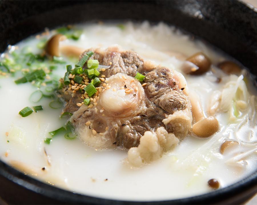 コムタン麺(880円)