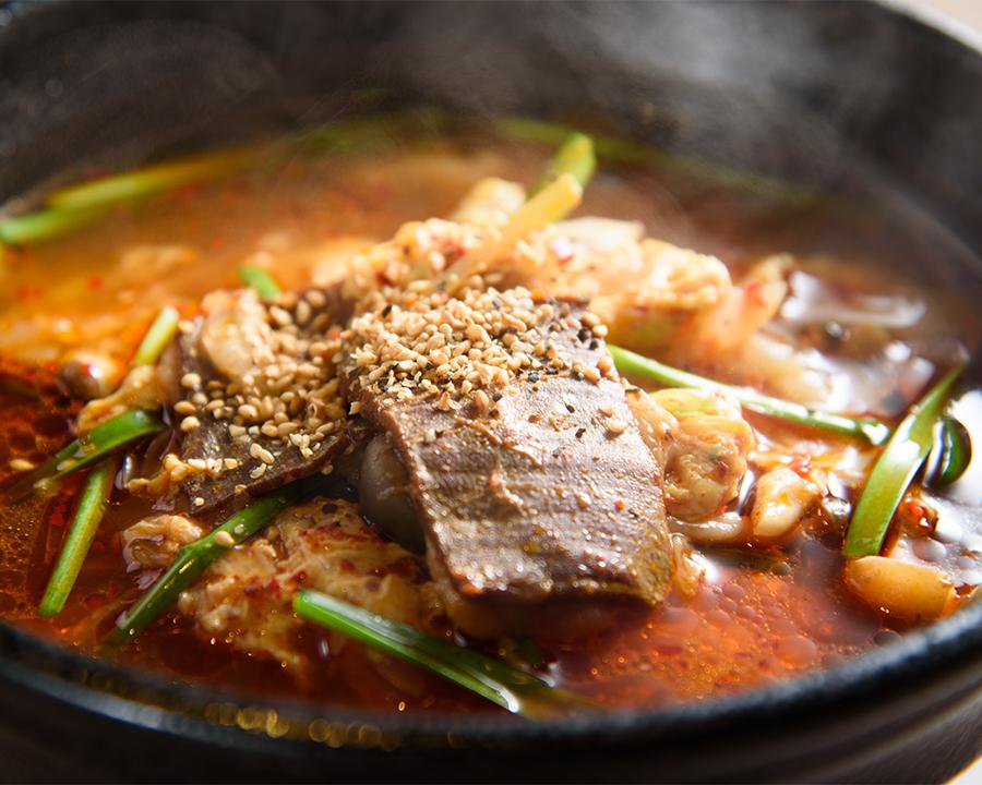 カルビ麺(880円)