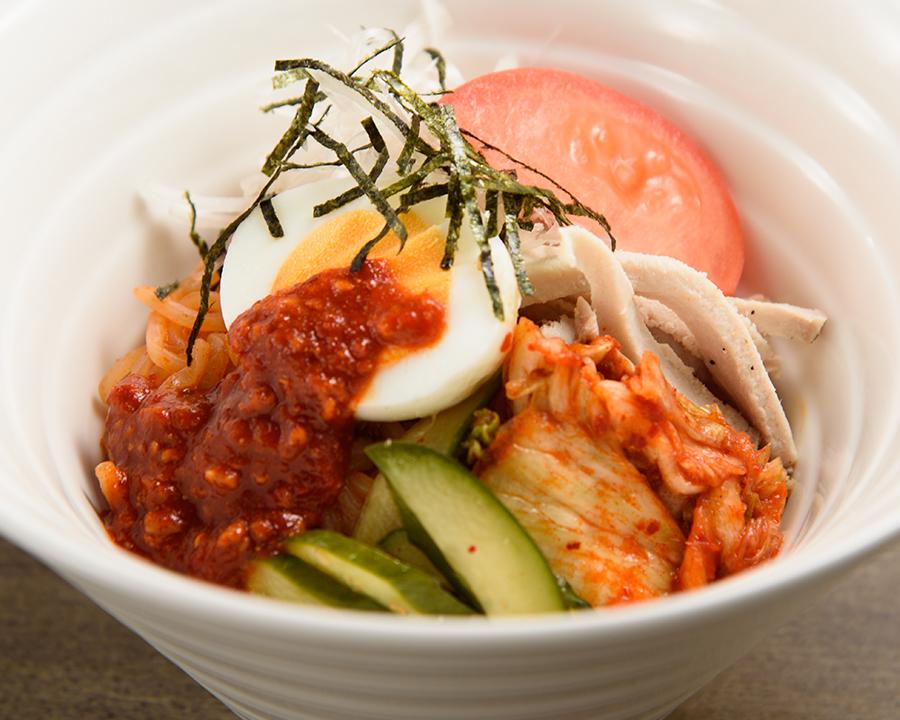 ビビン麺(880円)