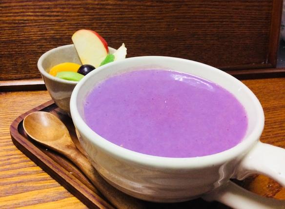 紫色とりんごのホットスムージー