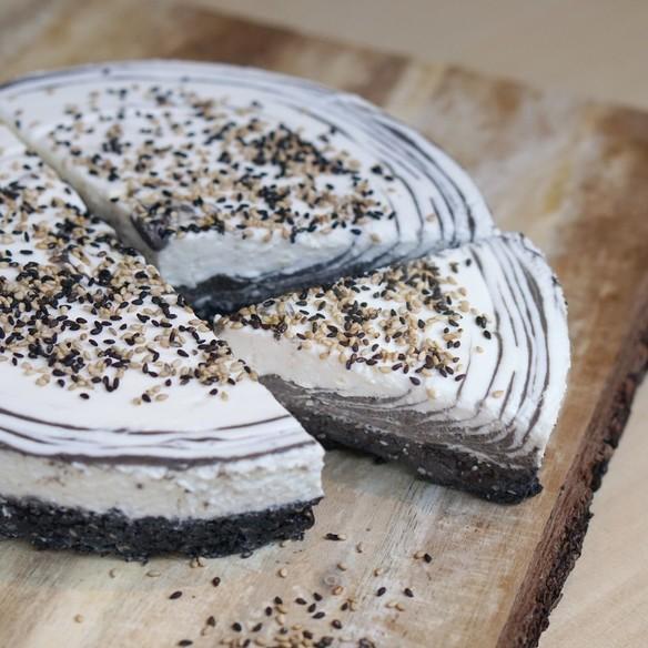 黒ごまとヘーゼルナッツのマーブルチーズケーキ / Marble cheese cake with black sesame and hagelnut