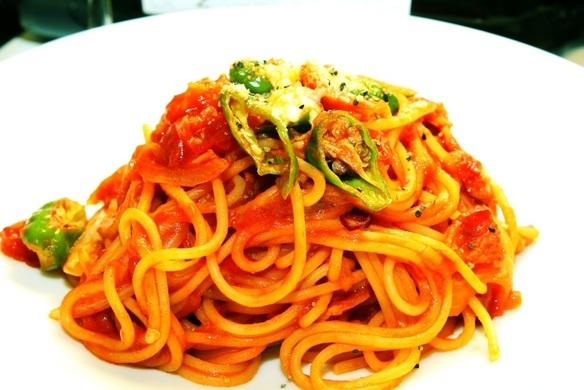 平日のランチ:ポンテのナポリタン 自家製のトマトソースで仕上げるアルデンテパスタ。