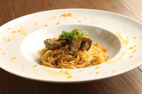 サルディニア産からすみとカルチョフィのアーリオオーリオ(スパゲッティ)