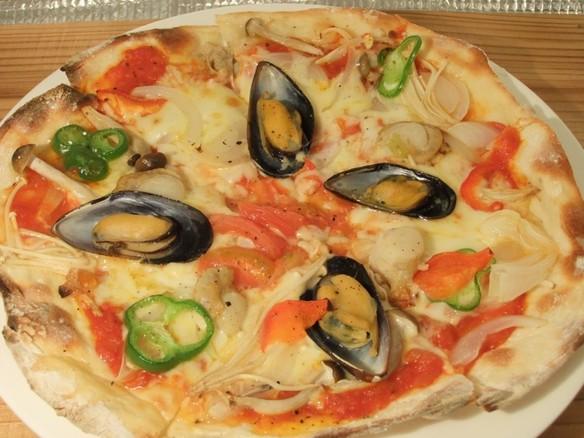 ムール貝と帆立貝のピッツァ