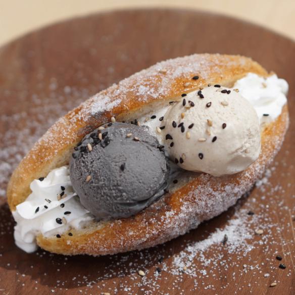 GOMAYA KUKIのサクッとふんわりごまアイスあげパン / GOMAYA KUKI's deep fried bread with sesame ice cream