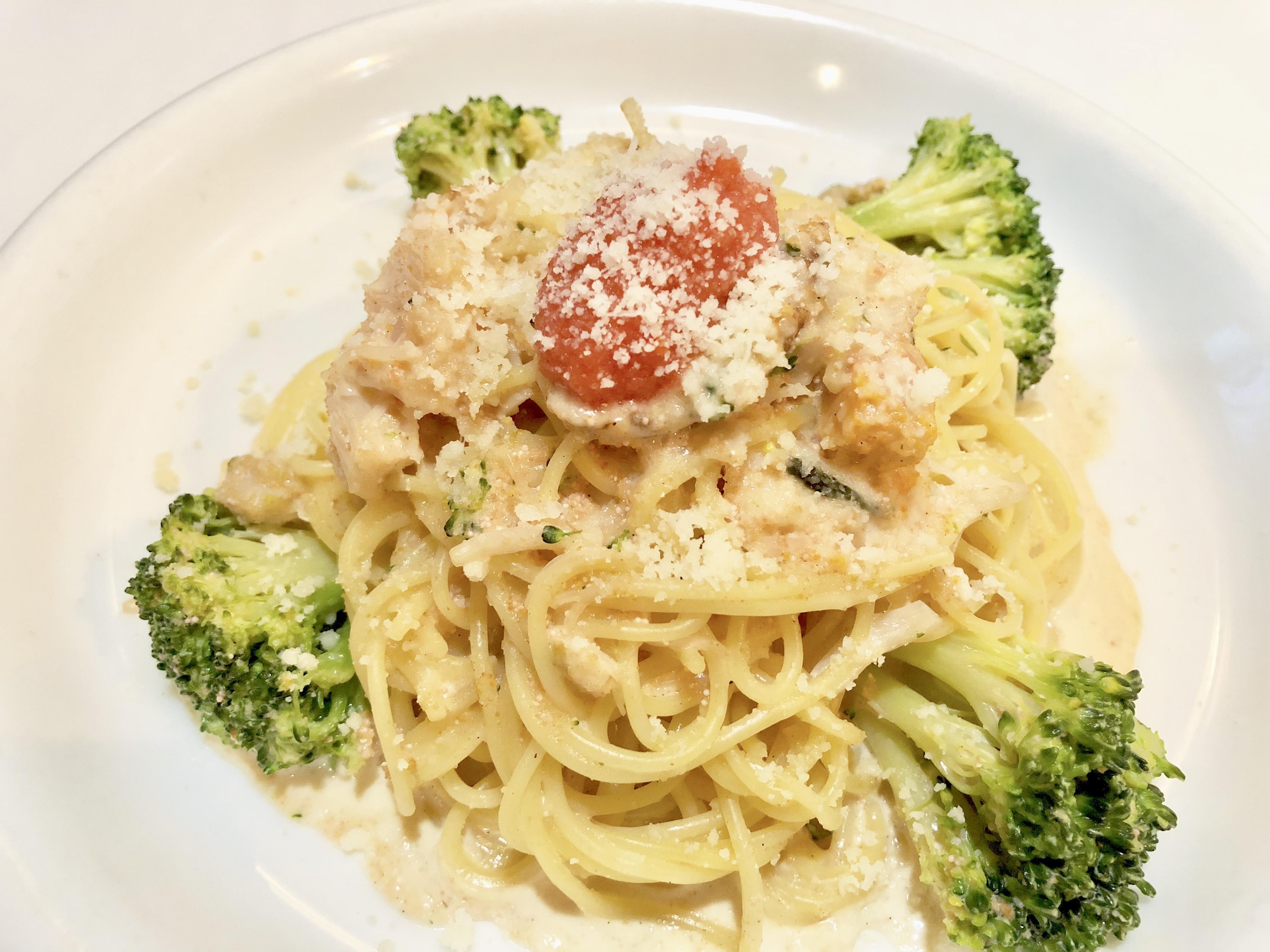 スパゲッティ 帆立とブロッコリーの明太子クリームソース