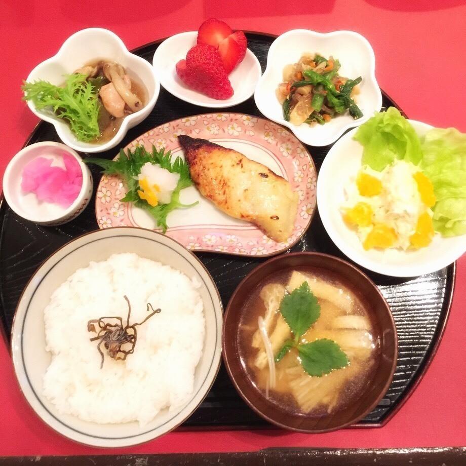 KOTO特製日替わり和プレート(¥1620)