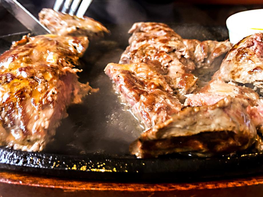 大迫力! 1ポンド牛ステーキ