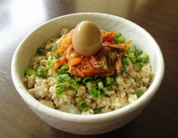 鶏そぼろキムチごはん 300円(税込)