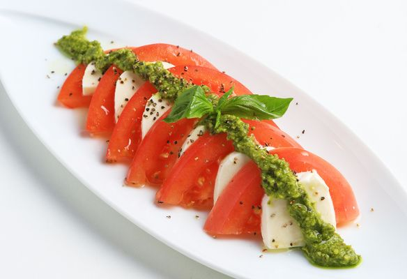 モッツァレラチーズとトマトのカプレーゼ