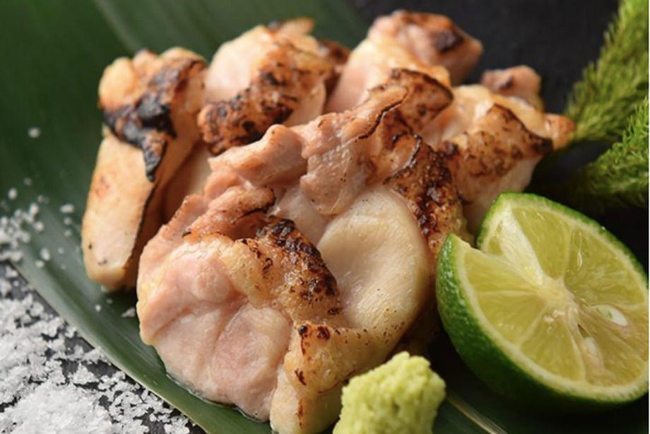 鶏もも肉の炭火焼き(880円)