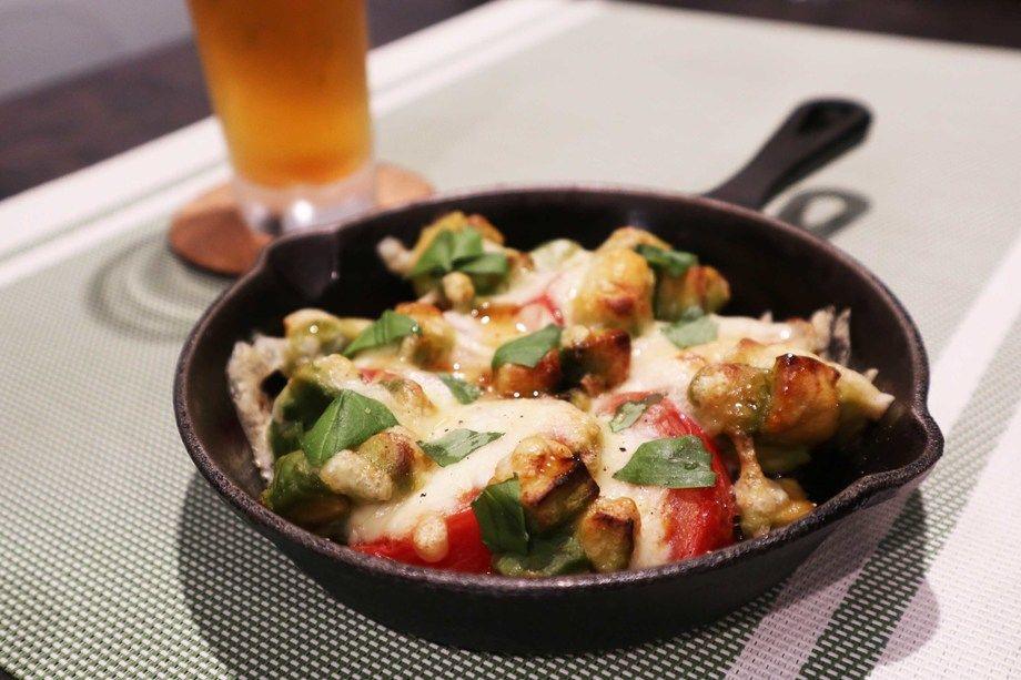 トマトとアボカドのオーブン焼き