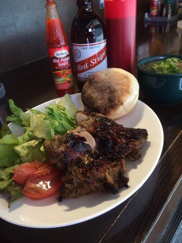 夜7:00〜10:30まで限定Jamaican set (Jerk chicken,Fish tea,サラダ、パンか小飯付き)(Red stripe Beer付きは1,550円)(850〜1,550)