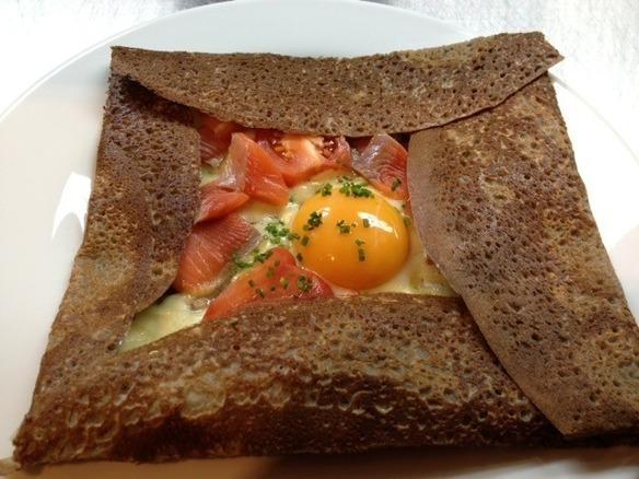 平日ランチの日替わりガレット:サーモントマト