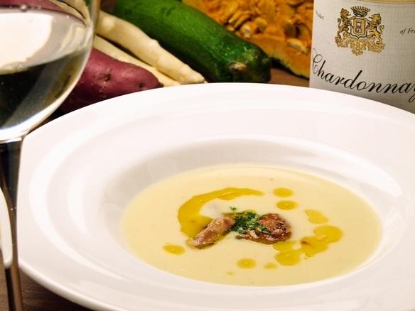 フォアグラと安納芋のポタージュ  ※季節により変更あり