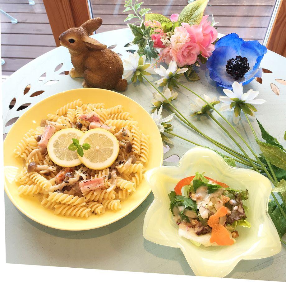 ベーコンときのこの生搾りレモンパスタ(サラダ付き)※土曜日はパスタはお休みです(¥1000)