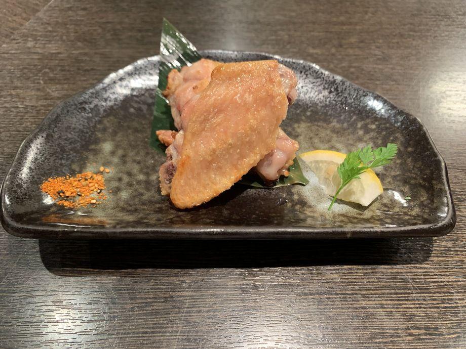 いずみ田コース 只今の4品目 『美桜鶏の手羽中・手羽元の塩焼き』(コースのみのご提供です。)