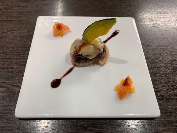 季節の前菜『なす・レンコン・合挽肉の重ね焼き〜4種のチーズソース〜』