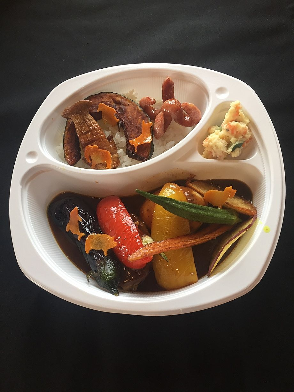 野菜カレー(ルーご飯とも具材が見えるように1/2で撮影しています)