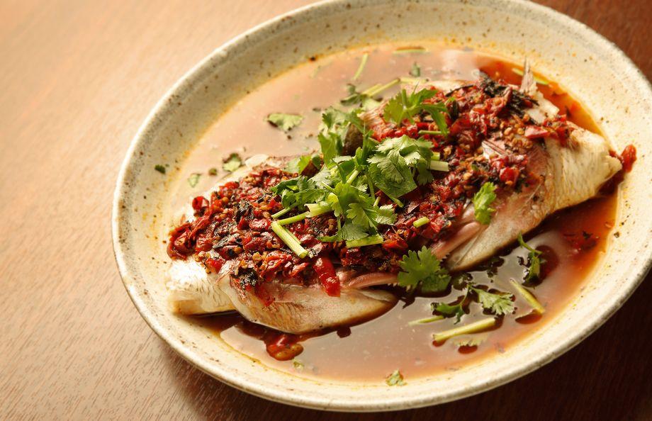 【海鮮料理】鯛のカマの唐辛子蒸し