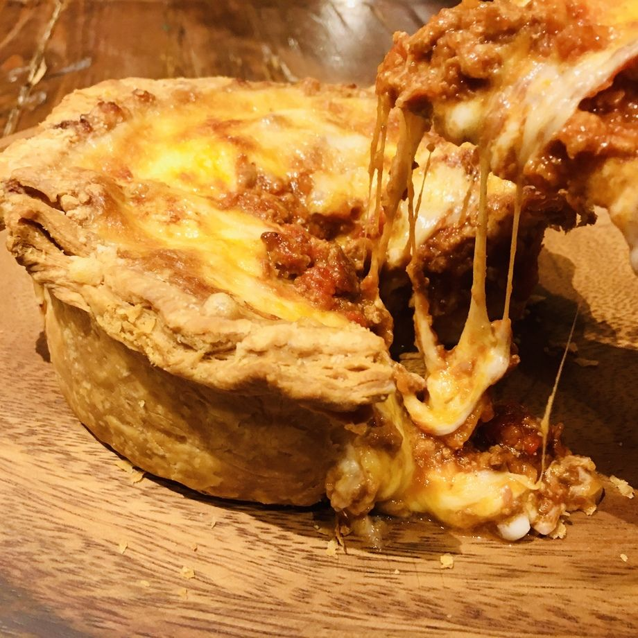 シカゴピザ風 3種のチーズと濃厚ミートソースのプールパイ