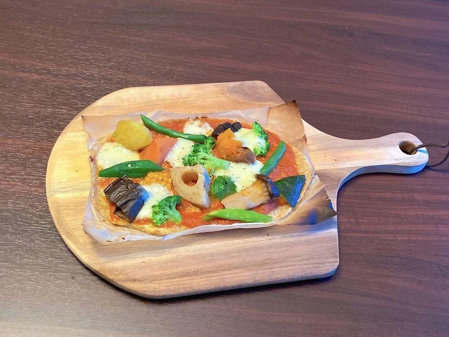 『野菜たっぷり』野菜とモッツァレラチーズのお米ピザ