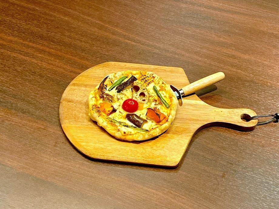 『スパイシーな味』野菜たっぷりカレーピザ