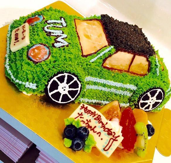 立体車のデコレーションケーキ
