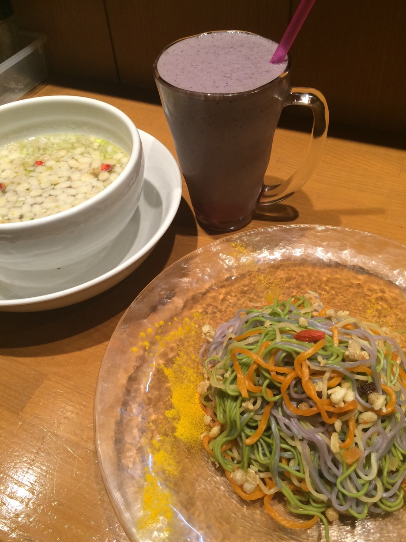 マヌカハニーとグラノーラのつけ麺+アサイースムージーのBeauty&Healthセット