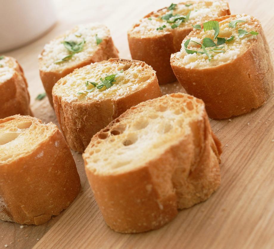 自家製フランスパンのガーリックトースト