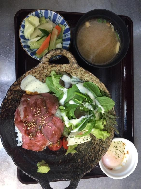 ローストビーフ丼(レディース盛り)