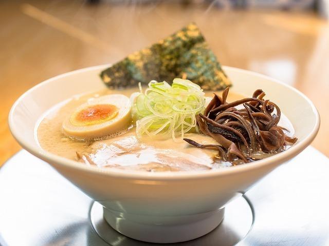 まる伝塩豚骨らぁめん (細、低加水麺)