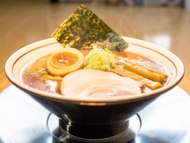 まる伝醤油豚骨らぁめん (太麺)