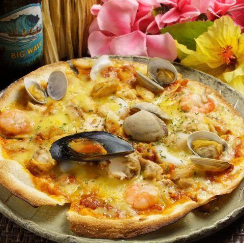 魚介たっぷりシーフードピザ(980円)