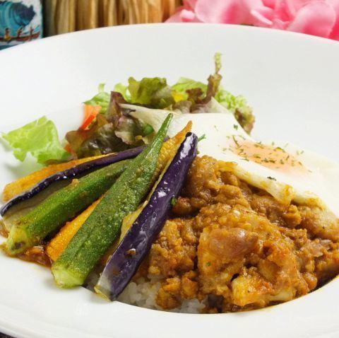 チリコンカンの野菜たっぷりカウボーイライス(930円)