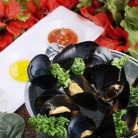 ムール貝の白ワイン蒸し (0.3kg / 0.6kg)( 650円 / 1,280円)