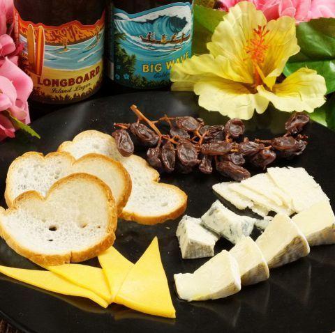 チーズ4種盛り合わせ(630円)