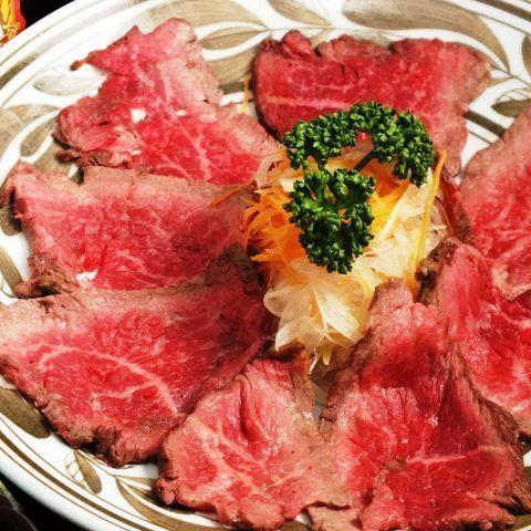 A5ランク黒毛和牛の自家製ローストビーフ(100g 1,350円 / 200g 2,480円)