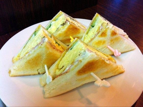 チーズinハムエッグトースト