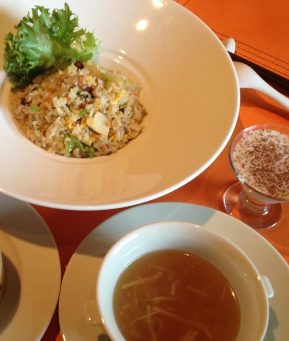 ランチセット(◆工芸茶 ◆本日のスープ ◆当店いちおしメニューの 大根餅 ◆桜海老の炒飯 ◆本日のデザート)  ※写真はイメージ