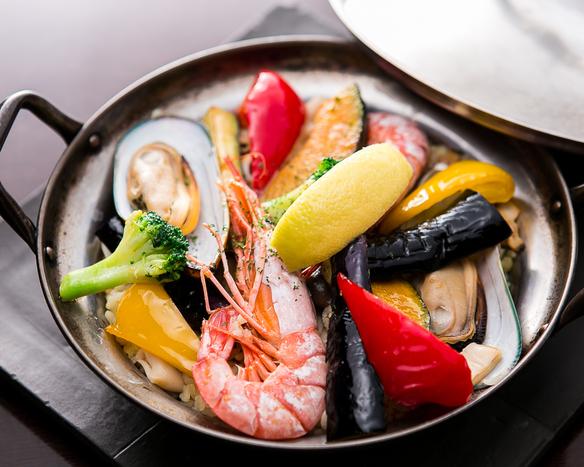 魚介と旬野菜のパエリア