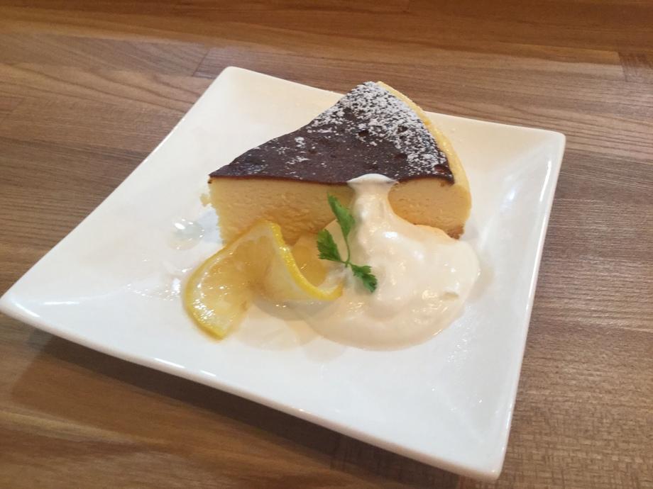ベイクドチーズケーキ(590)